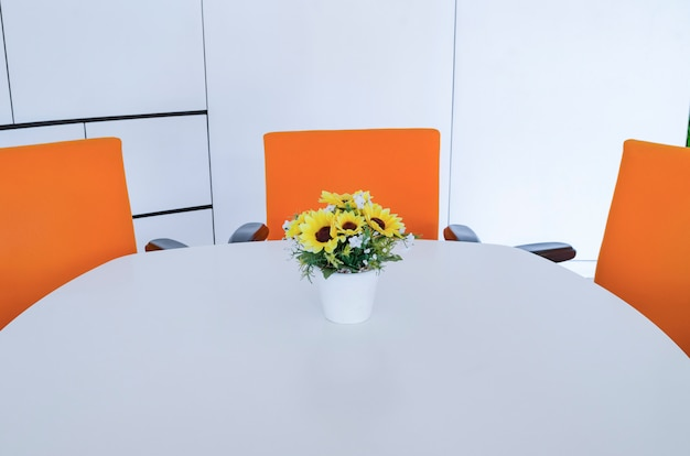 近代的なオフィスの作業スペース。時間管理の概念、組織的なスペース