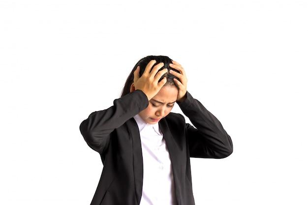 アジアビジネスの女性の手が頭を持っています。ストレス、ハードワーク、頭痛の概念。