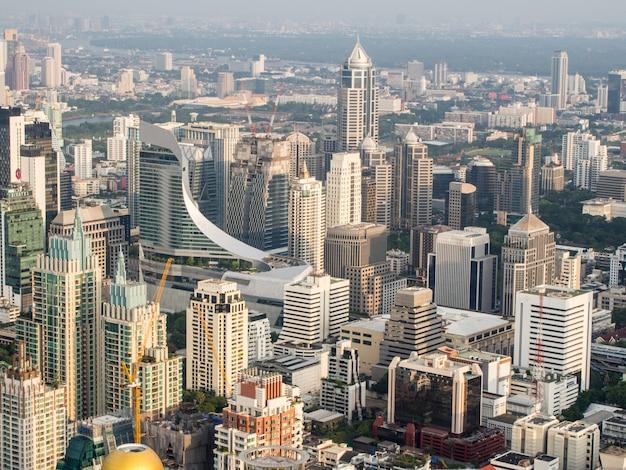 Вид многих зданий в бангкоке
