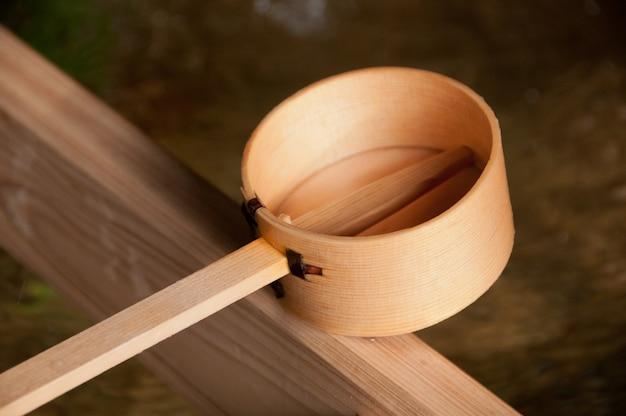 日本の神聖禅水の木の漬け