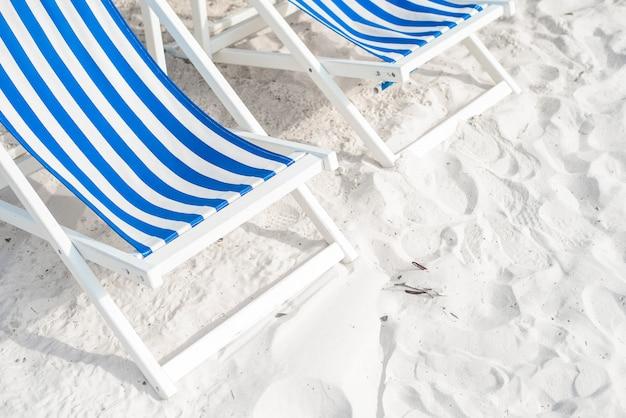 ビーチ、夏のコンセプトに青いラウンジ