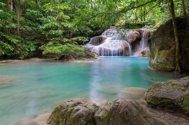 タイ国立公園の美しい滝