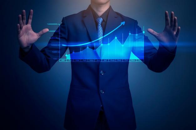 グラフを描くビジネスマンのクローズアップ画像