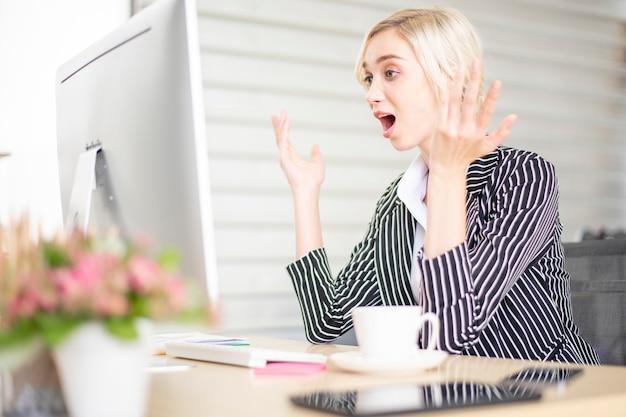 ビジネスの人々はビジネスの問題でストレス