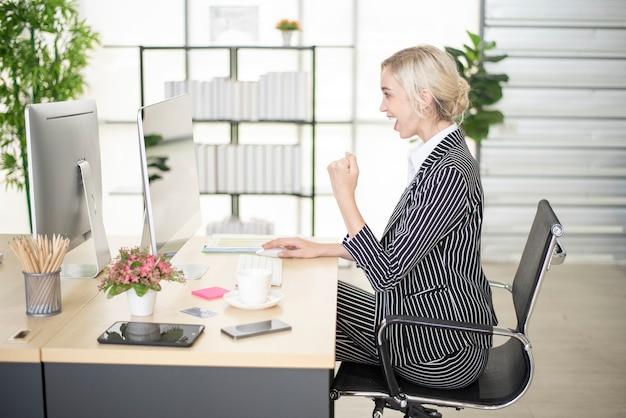Красивая женщина - успех в ее бизнес-плане