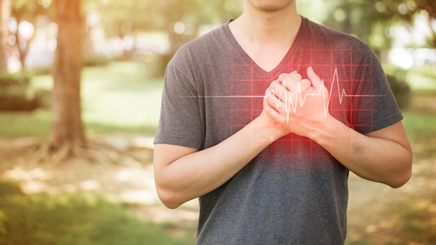Крупный план человека - сердечный приступ