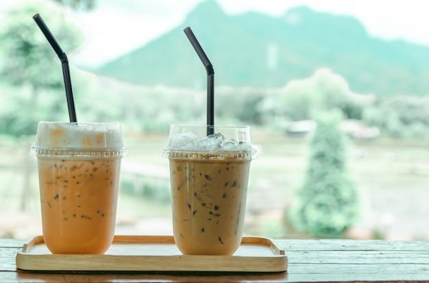 コーヒーショップ、自然の景色でアイスコーヒーとアイスティー
