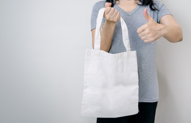 プラスチックの代わりに布バッグを使用する