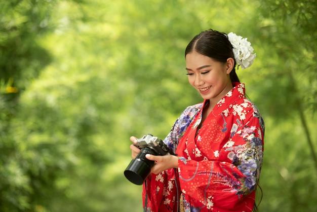 日本の女の子の伝統的な制服着物