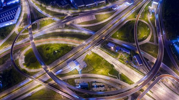 空撮インターチェンジ高速道路