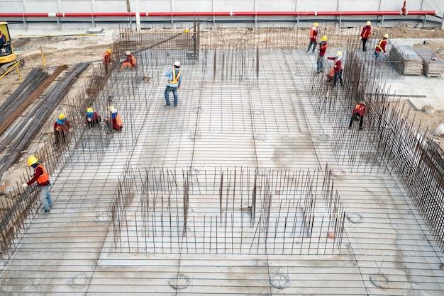 Вид с воздуха на строительное сооружение