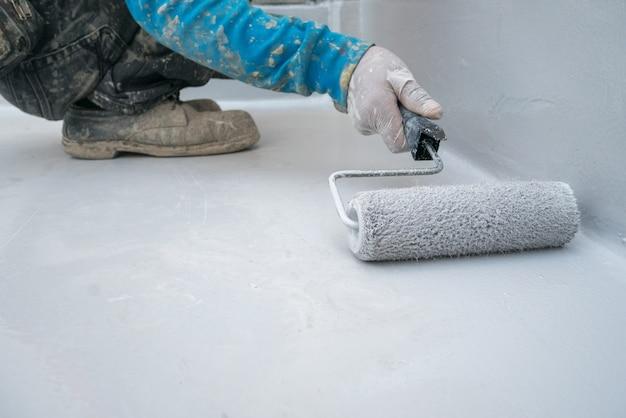 Эпоксидная краска на бетонном полу для защиты от воды промышленного склада в японии