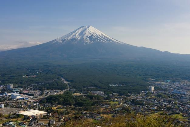 Гора фудзисан с видом сверху кавагико