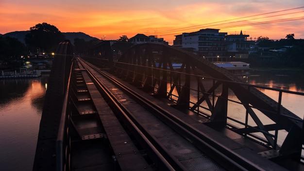 Мост через реку квай на рассвете