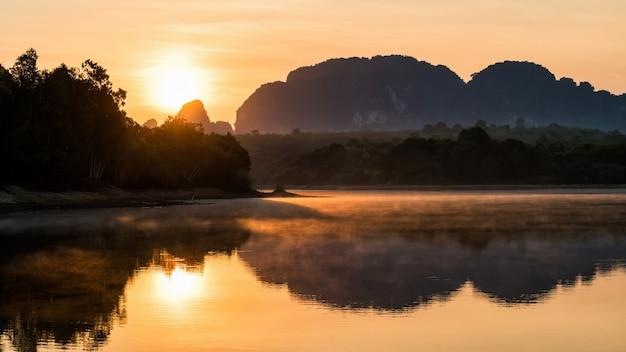日の出、クラビのノンターレ湖