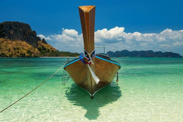 美しい海、クラビの木製ボート