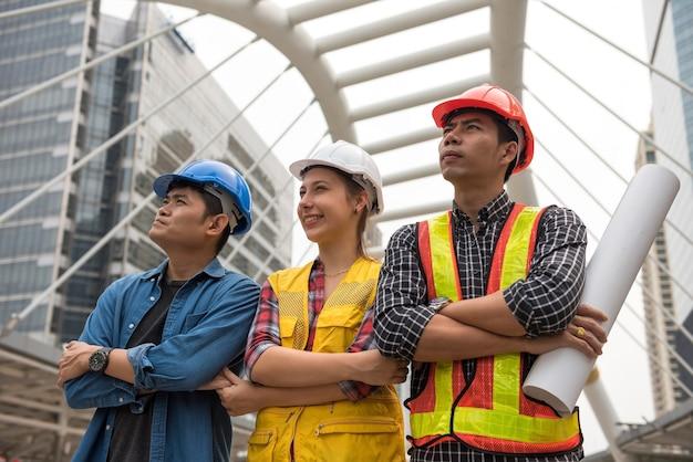 都市の建設エンジニアチーム