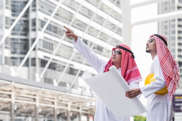 チームアラブ協力者エンジニアビジネスマン