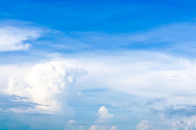 夏の白い雲澄んだ青い空