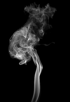 黒の背景に煙します。