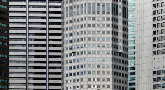 モダンな未来的なガラスの建物の抽象的な背景