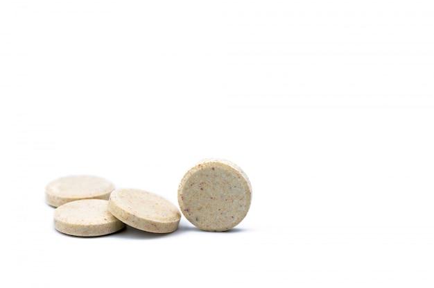 Таблетки со вкусом подслащенного молока с копией пространства для текста