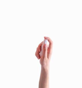 Женщина рука держать дезинфицирующее средство пластиковая бутылка и палец пресс-спрей насос на белом фоне