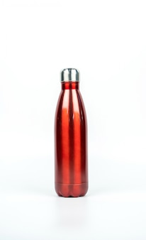 コピースペースで白い背景に分離されたスポーツデザインの赤い魔法瓶