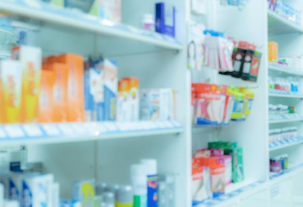ドラッグストアの薬棚のぼやけた画像。薬局のインテリア。ドラッグストアの医薬品。医療小売店。薬物展示棚。