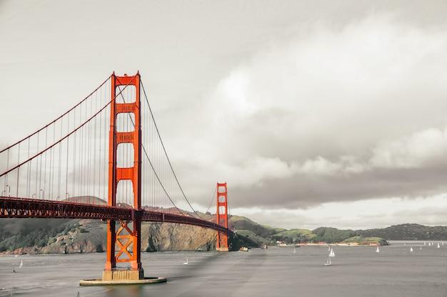 ゴールデンゲートブリッジ、サンフランシスコ、カリフォルニア州、アメリカ合衆国のパノラマビュー