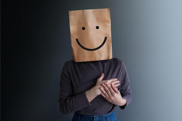 顧客体験または人間の感情概念。女性は幸せ感を現す
