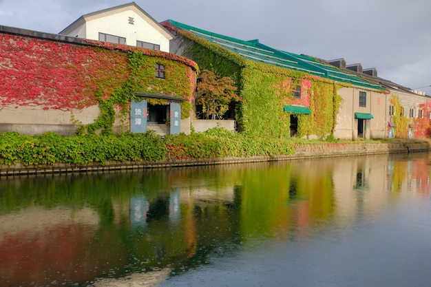 小樽運河、秋の季節、遺産ビル。北海道のランドマーク