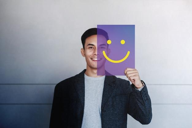 幸せな人の概念。若い男が笑っています。肯定的な人間の表情良い感情