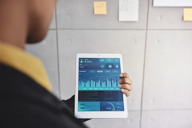 Технология в финансах и бизнес маркетинг концепции.
