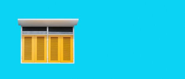 Красочное желтое окно