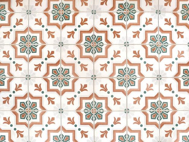 ヴィンテージ花柄セラミックタイル床の装飾テクスチャと背景。