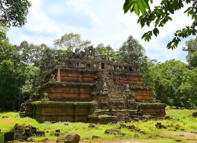 Храм фимеанакаса в ангкор-томе