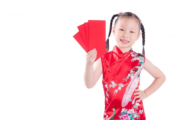 Маленькая китайская девушка в красном платье