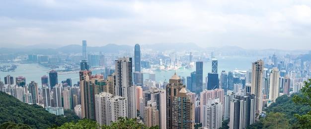 Вид на городской пейзаж гонконга остров гонконг от пика