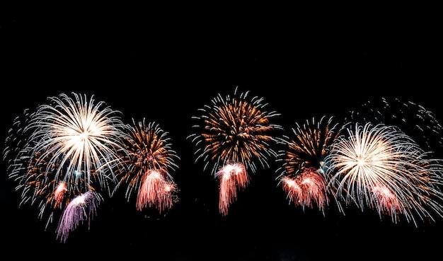 空に花火。