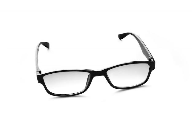 Модные черные очки, изолированные на белой поверхности