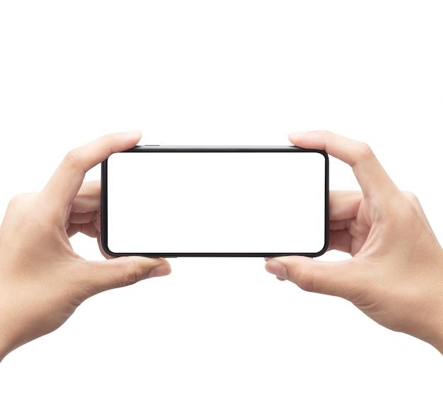 クリッピングパスと白い背景に分離された空白の画面と黒のスマートフォンを持っている男性の手。