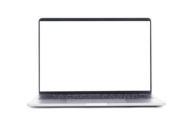 クリッピングパスと白い背景で隔離された空白の画面を持つノートパソコン。