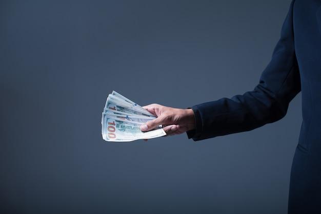 ドル札、米ドル米ドルを保持している実業家