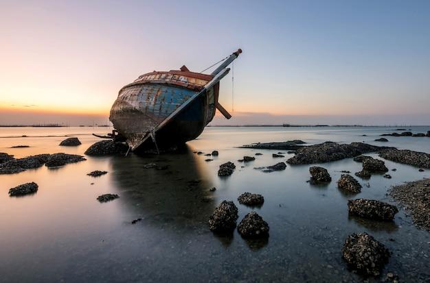 海でボートクラッシュ