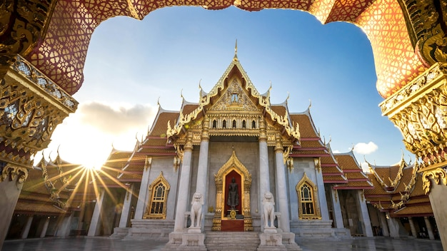 Город бангкок - храм банчамабофит дуситванарам из бангкока таиланд