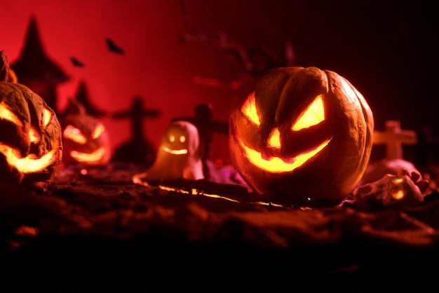 Хэллоуинские тыквы ночного жуткий лес и замок