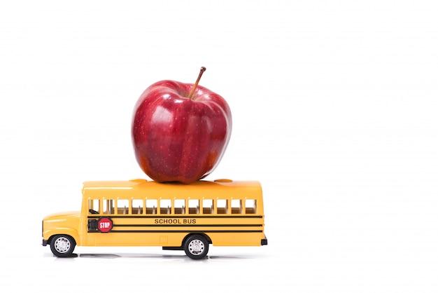 教育、白い背景の上の学校概念に戻る