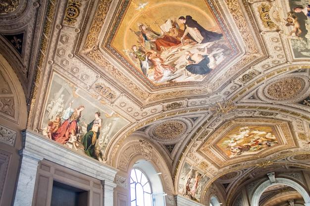 バチカン美術館の絵画(フレスコ画)の天井