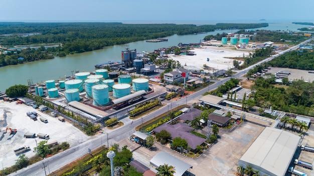 石油製品の貯蔵タンク